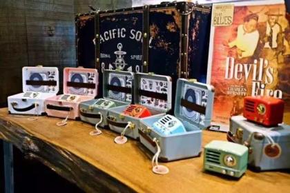 从2月10日起,进和引一件送399元京东众筹款收音机一台。  猫王小王子收音机,